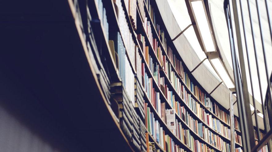 Curved bookshelf